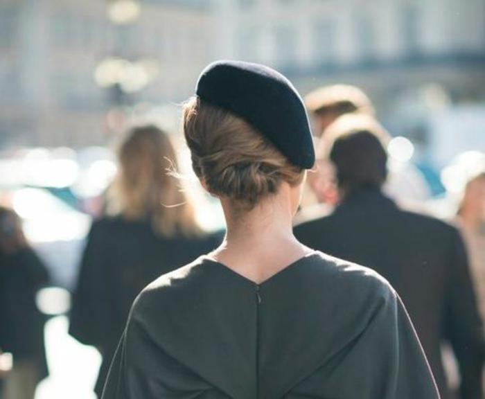 0-béret-femme-noir-comment-porter-le-béret-femme-noir-cheveux-blonds-femme-moderne