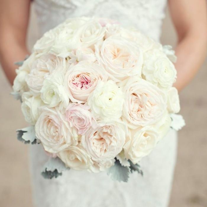 0-bouquet-de-mariée-rond-bouquet-de-mariee-avec-roses-blanches-pour-le-grand-jour-de-mariage