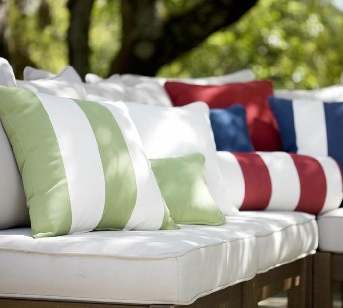 Le gros coussin pour canap en 40 photos for Comment avoir un salon de jardin blanc