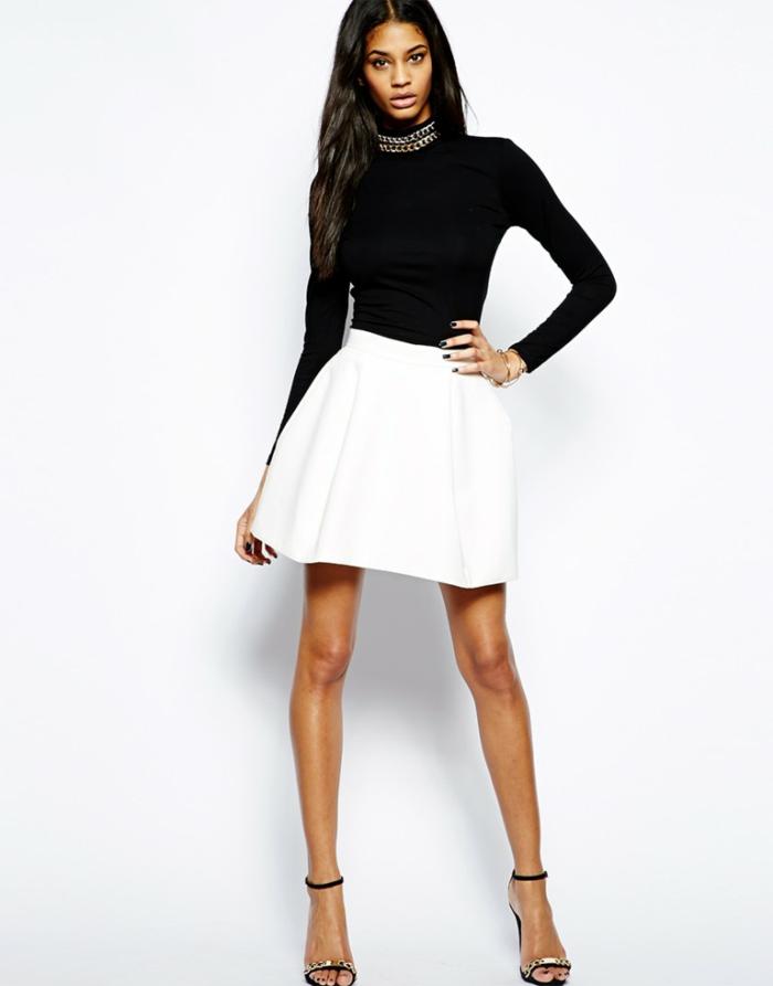 0-jupe-sequin-blance-avec-top-noir-talons-hauts-noirs-blouse-noire-jolie-fille-elegante