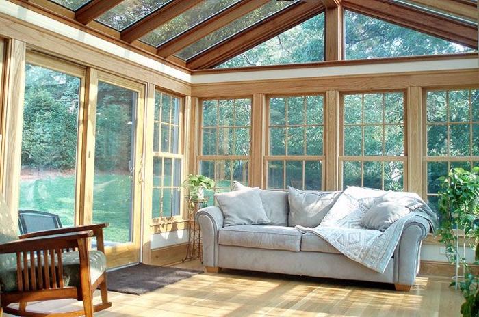 0-véranda-en-kit-pleine-de-soleil-une-jolie-veranda-avec-beaucup-de-fenetres