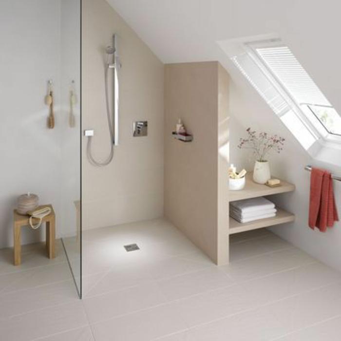 Comment am nager une petite salle de bain - Chambre avec plafond en pente ...