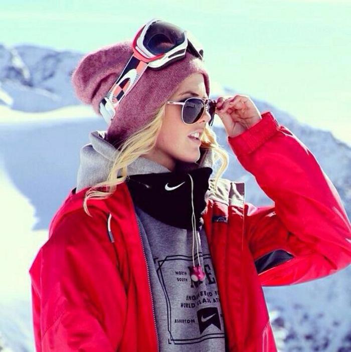 00-manteau-ski-femme-pas-cher-rouge-pour-les-filles-modernes-blonds-lunettes-noirs