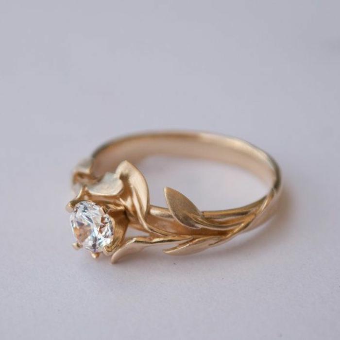 00-une-jolie-bague-fiançaille-femme-or-et-diamants-comment-choisir-la-meilleure-bague