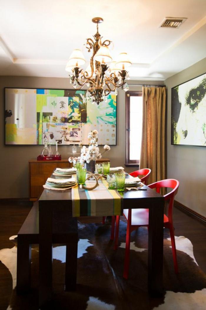 1-accorder-les-couleurs-dans-la-salle-à-manger-avec-un-lustre-grand-tapis-dans-la-salle-de-sejour-en-peau-d-animal