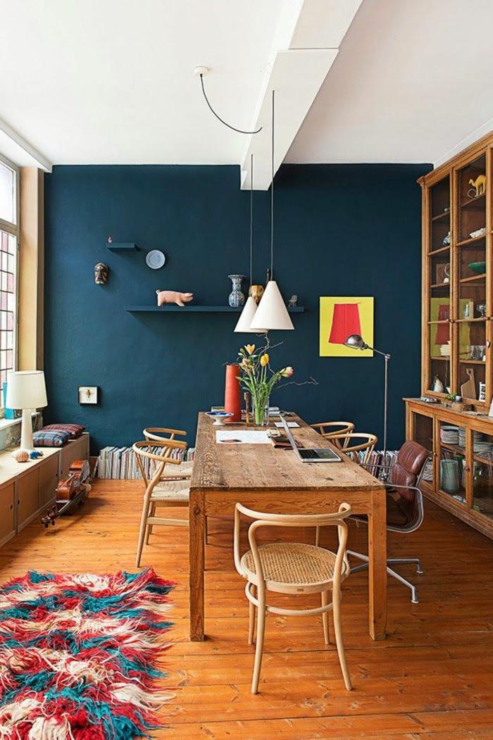 1-accorder-les-couleurs-dans-la-salle-à-manger-complete-pas-cher-chaises-en-bois-clair-table-en-bois
