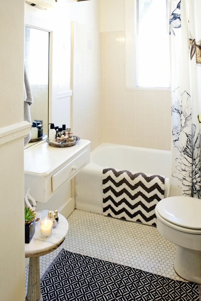 Salle De Bain Petite Baignoire : petite salle de bain de style scandinave avec meubles blancs