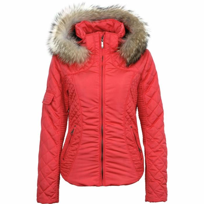 1-anorak-ski-femme-rouge-pour-etre-a-la-mode-selon-les-dernieres-tendances