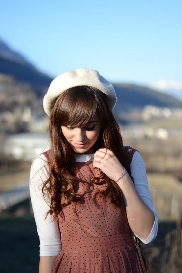 1-béret-femme-blanc-beige-une-jolie-tendance-de-la-mode-bonnet-béret-beige