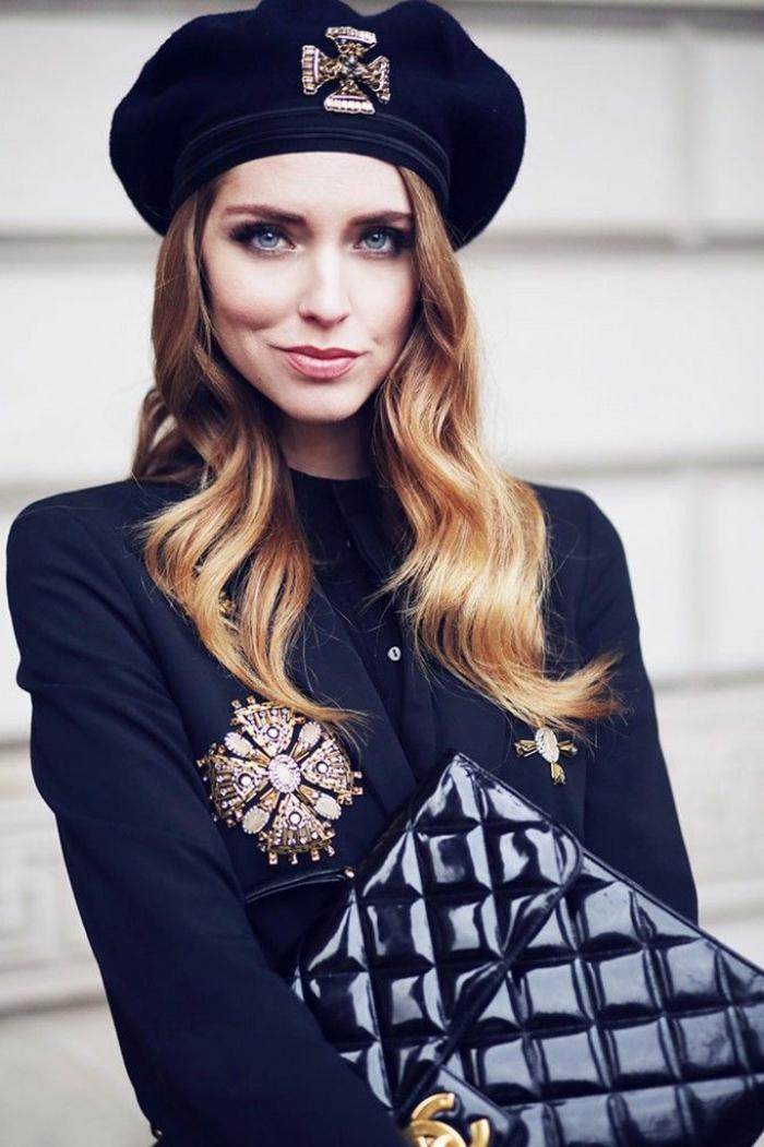 1-béret-femme-noir-pour-les-femmes-modernes-cheveux-blonds-yeux-bleus-pour-les-filles-modernes