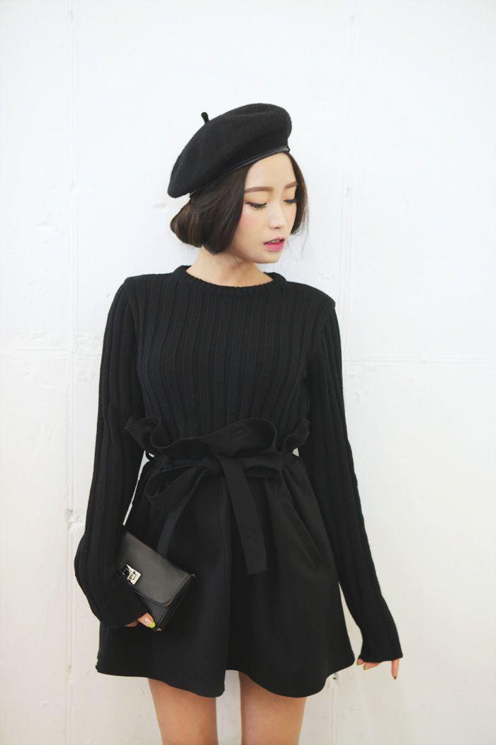 1-béret-femme-noir-robe-noire-leveres-roses-une-mine-chic-sac-a-main-petit-noir