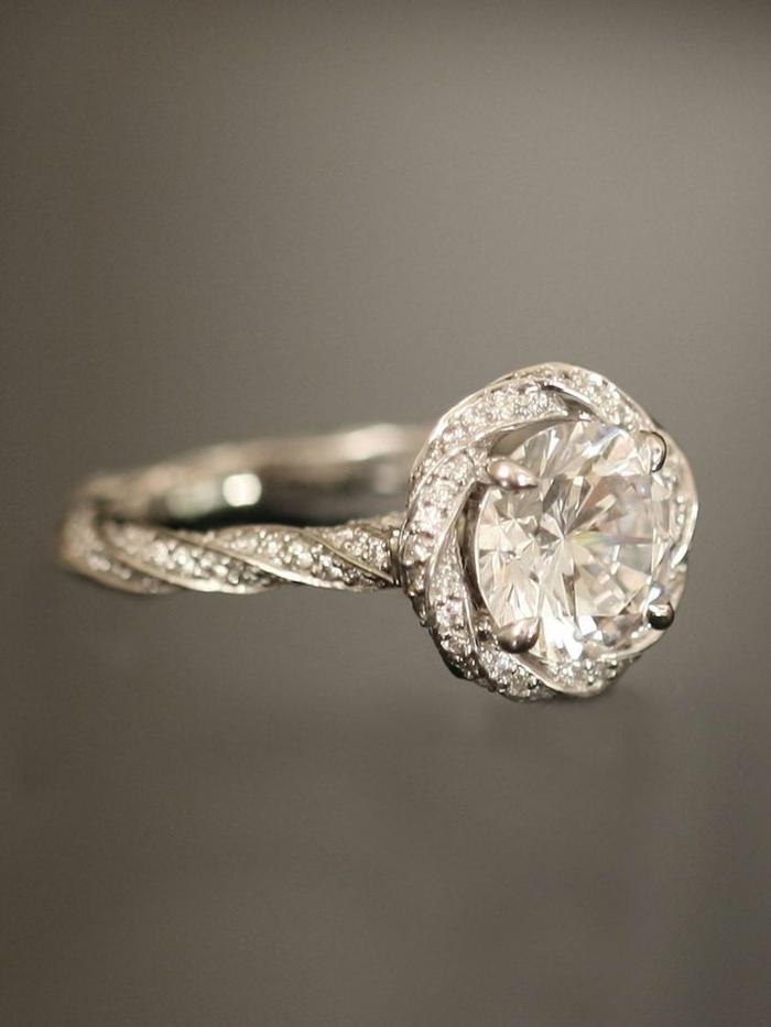 1-bague-de-fiançailles-cartier-bague-de-fiançailles-pas-cher-pour-elle-joli-design-moderne-diamants