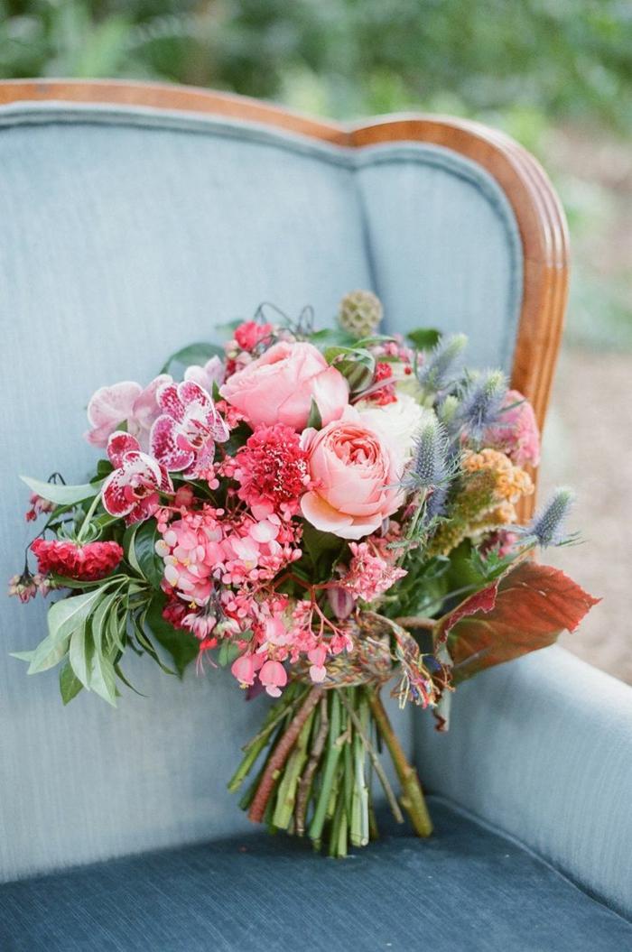 1-bouquet-de-mariée-rond-bouquet-champetre-pout-le-jour-de-mariage-une-jolie-idee-avec-fleurs