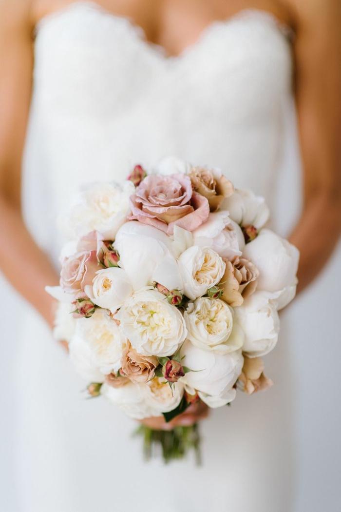 1-bouquet-de-mariée-rond-bouquet-mariée-pivoine-pour-le-jour-de-mariage-robe-blanche