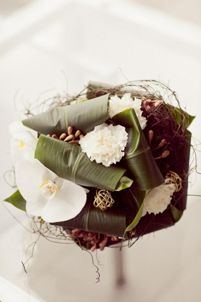 1-bouquet-mariée-original-bouquet-mariée-rond-avec-fleurs-blancs-jolie-idee-pour-mariage