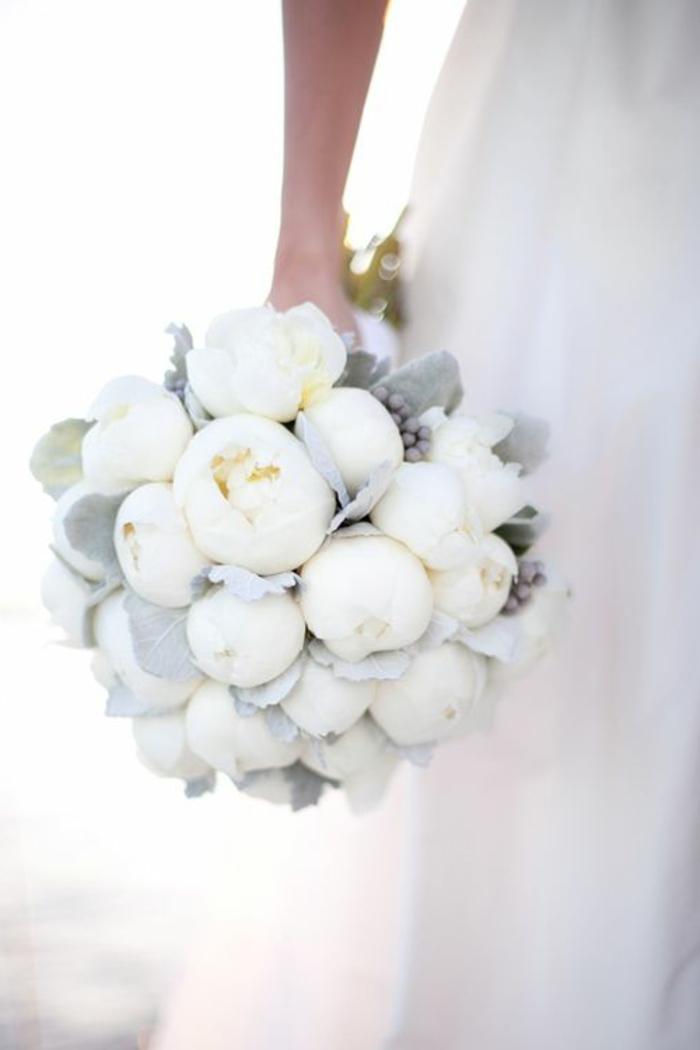 1-bouquet-mariée-pivoine-blanc-bouquet-mariée-original-bouquet-mariée-rond