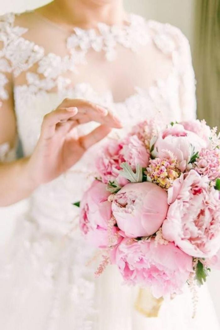 1-bouquet-mariée-pivoine-rose-bouquet-de-mariée-rond-pour-le-grand-jour-de-mariage