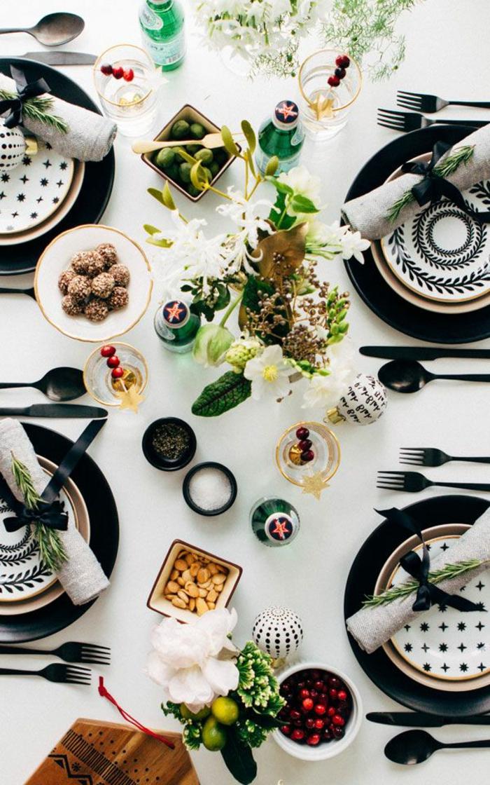 1-branche-de-sapin-pour-la-table-de-noel-comment-decorer-pour-noel-une-jolie-variante