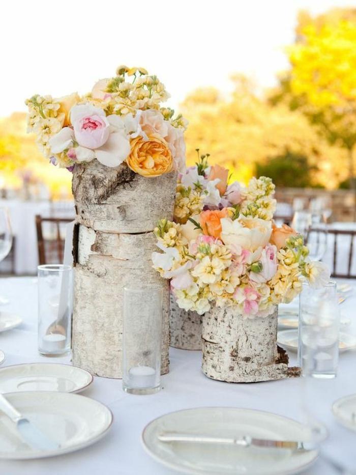 1-comment-bien-decorer-la-table-voici-un-joli-gros-bouquet-de-fleurs-colorés-pour-la-table