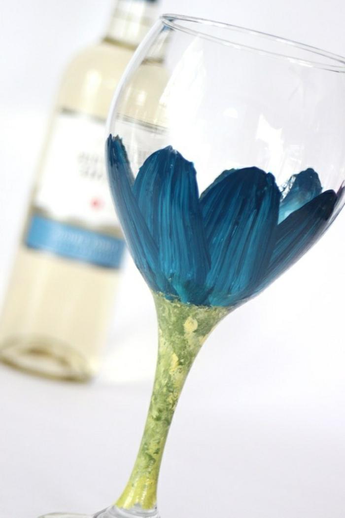1-comment-decorer-les-verres-a-vin-une-jolie-idee-avec-fleurs-pour-decorer-votre-verre-tulipe