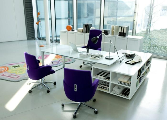 1-couleur-feng-shui-bureau-avec-chaises-violettes-et-sol-en-lino-gris-tapis-coloré-et-chaises-violettes