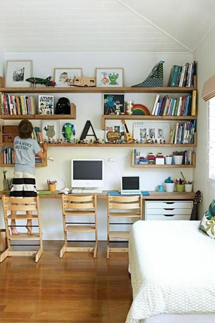 1-couleur-feng-shui-bureau-avec-sol-en-parquet-clair-et-chaises-en-bois-clair-plafond-blanc