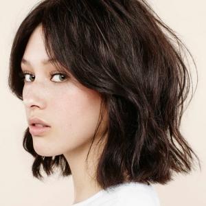 Quelle coupe de cheveux femme choisir pour être à la mode?