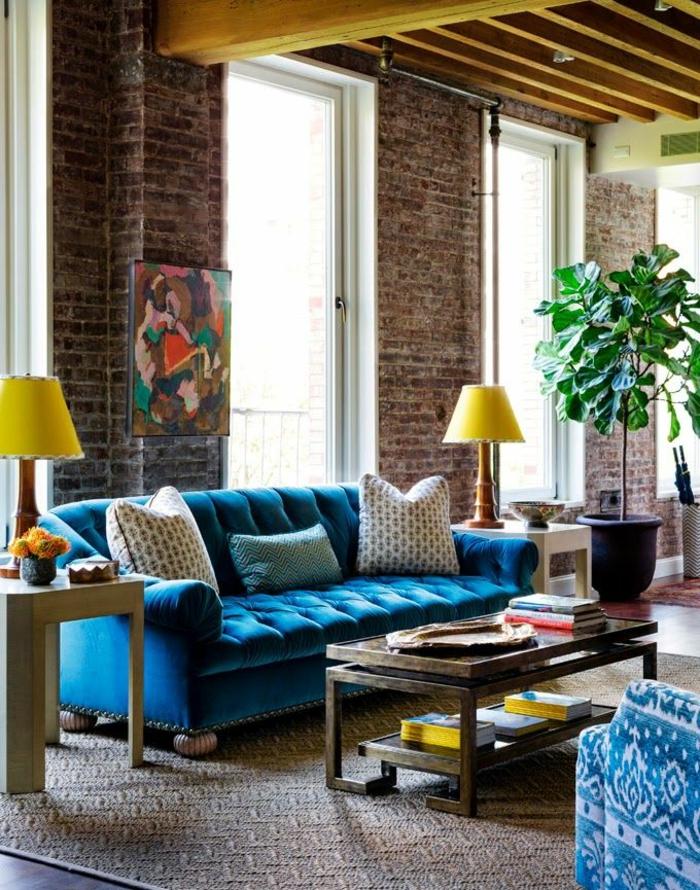 1-deco-salon-marocain-avec-tapis-marocain-et-petite-table-de-salon-mur-de-briques