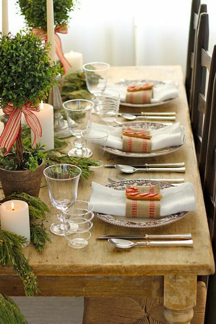 1-decoration-de-noel-interieur-avec-un-branche-de-sapin-decorer-la-table-de-noel-en-bois-clair