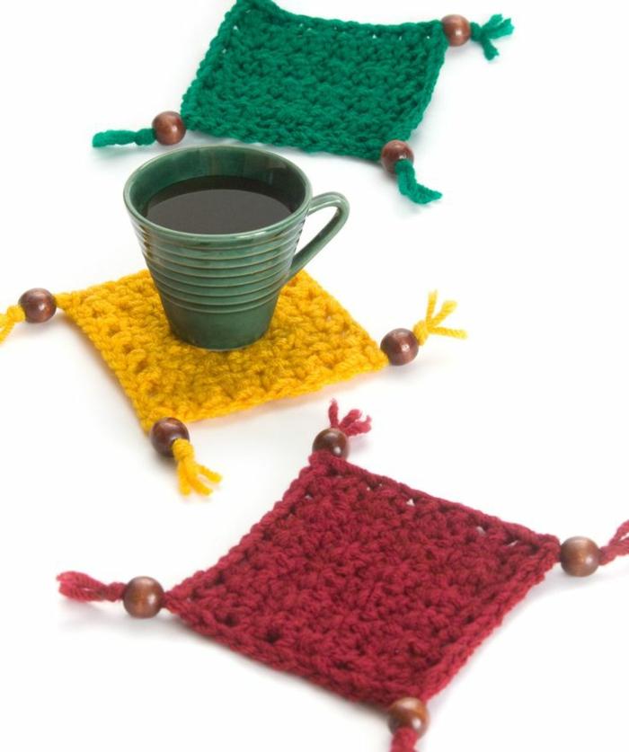 1-encadrement-sous-verre-dessous-de-plat-ikea-tricote-de-plat-colore-jaune-vert-rouge