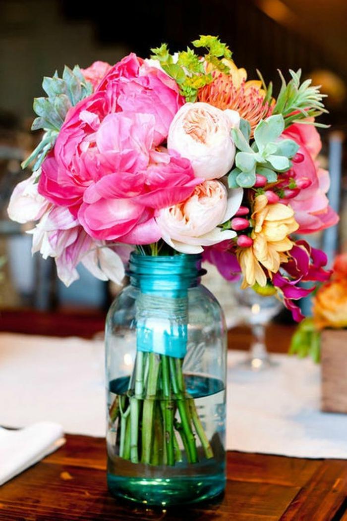 Un gros bouquet de fleurs pour cr er une d coration de table for Bouquet de fleurs un