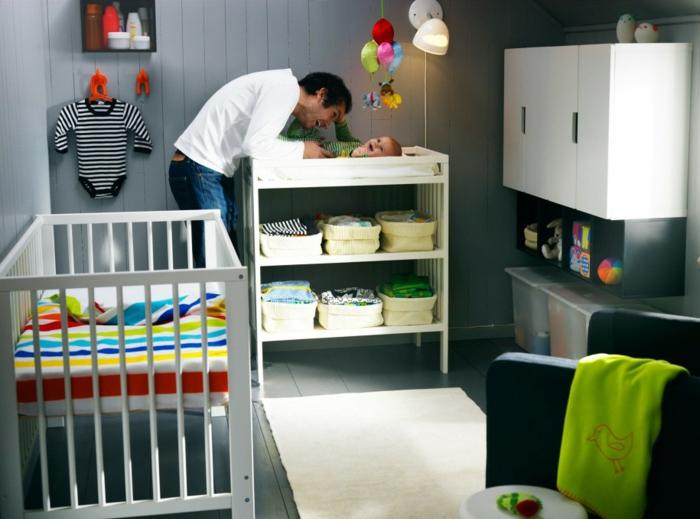 1-idée-chambre-bébé-decoration-originale-jouets-lit-bébé-et-papa