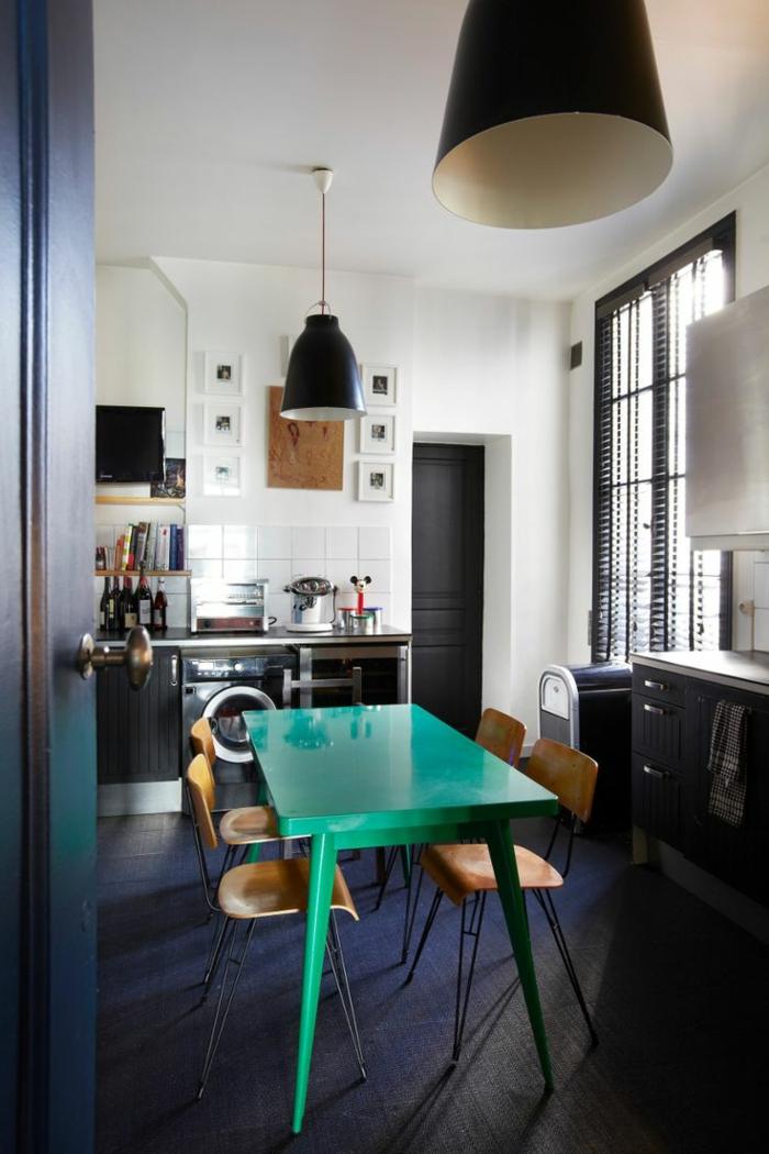 1-idee-deco-sejour-accorder-les-couleurs-dans-la-salle-a-manger-avec-une-table-en-bois-bleu