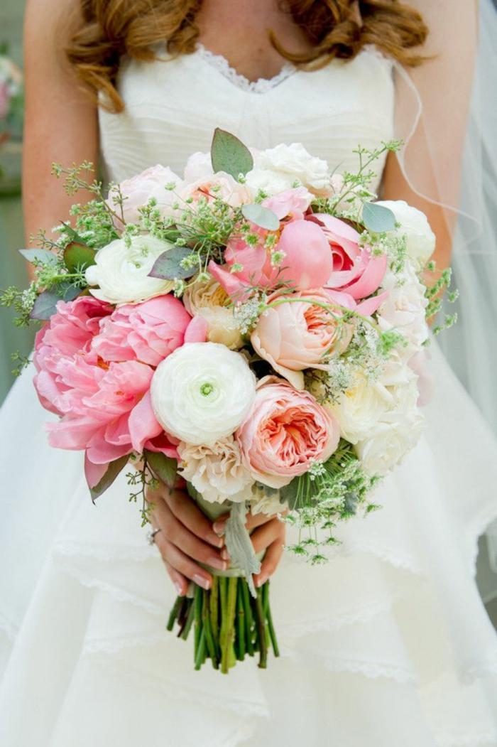 1-joli-bouquet-mariée-pivoine-bouquet-mariée-original-pour-le-jour-de-mariage-jolie-idee