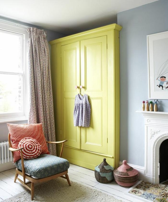 1-joli-conforama-armoire-enfant-de-couleur-vert-dans-la-chambre-d-enfant-sol-en-planchers