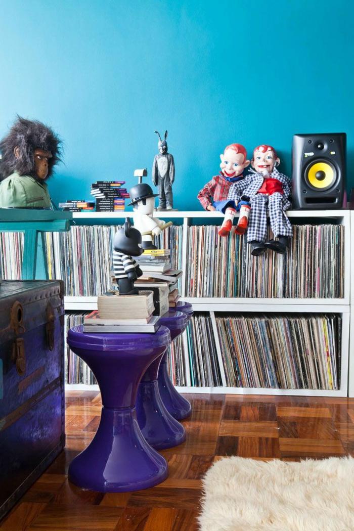1-joli-design-de-la-tabouret-tam-tam-pas-cher-violet-transparent-pour-le-salon-avec-murs-bleus