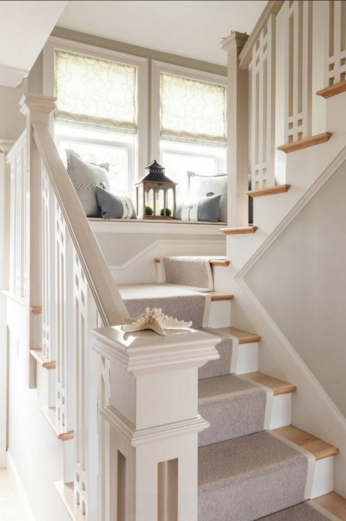 1-joli-design-pour-un-escalier-tournant-en-bois-avec-chemin-d-escalier-beige
