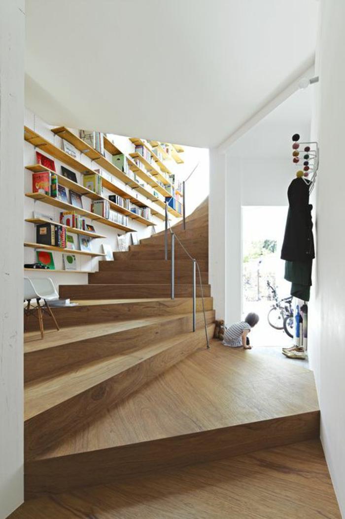 1-joli-escalier-tournant-en-bois-massif-pour-creer-un-intérieur-moderne-et-chic-chez-vous