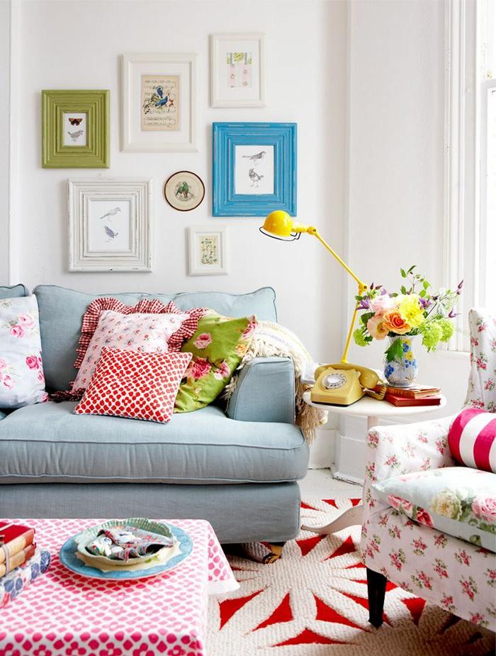 1-joli-salon-colore-de-style-marocain-canape-marocain-avec-coussins-colores-fleurs-