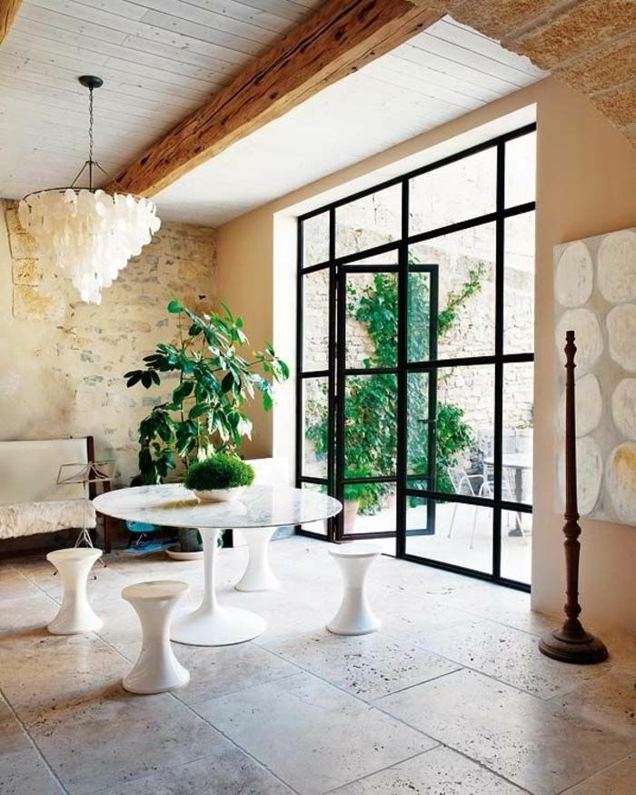 1-joli-salon-de-luxe-avec-tabouret-tam-tam-pas-cher-tabouret-tam-tam-blanche-pour-la-table-de-salon-en-marbre