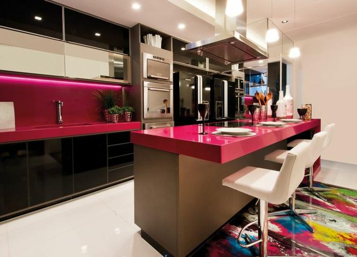 1-jolie-cuisine-avec-couleur-hexa-pour-les-meubles-et-un-tapis-coloré-dans-la-chambre-à-manger