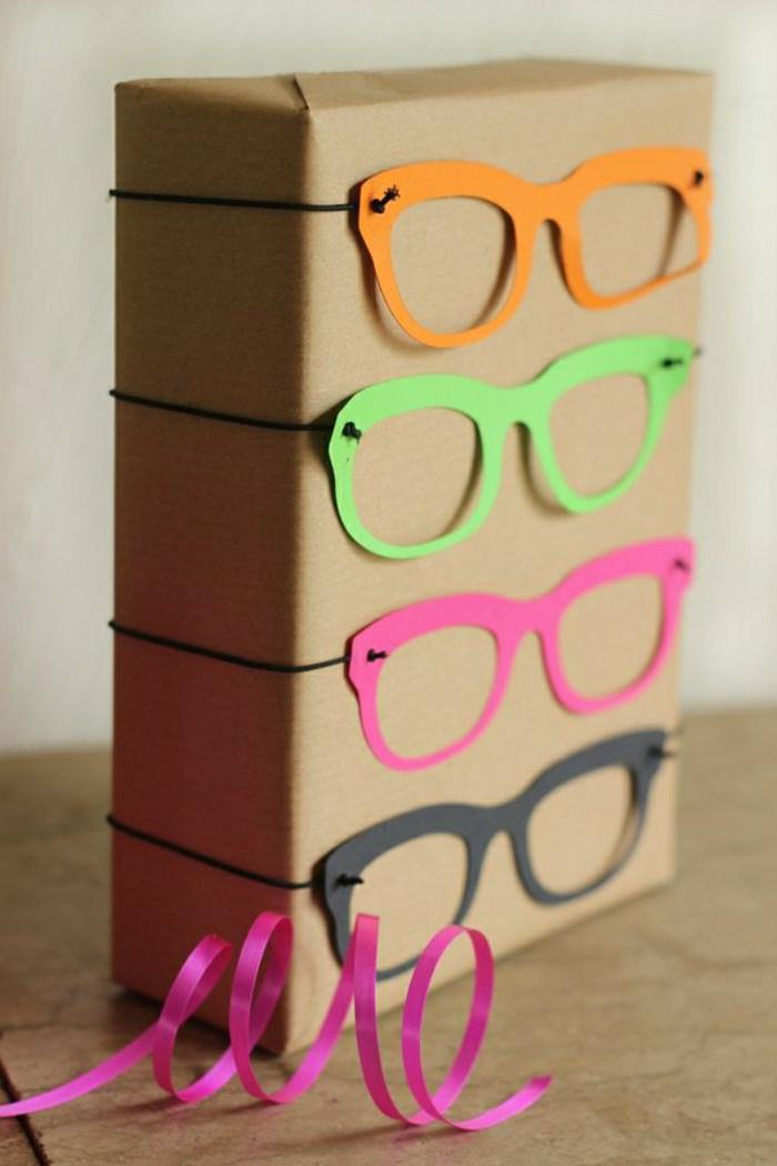 1-jolie-idee-pour-une-decoration-cadeau-en-papier-paquet-cadeau-avec-lunettes-colores