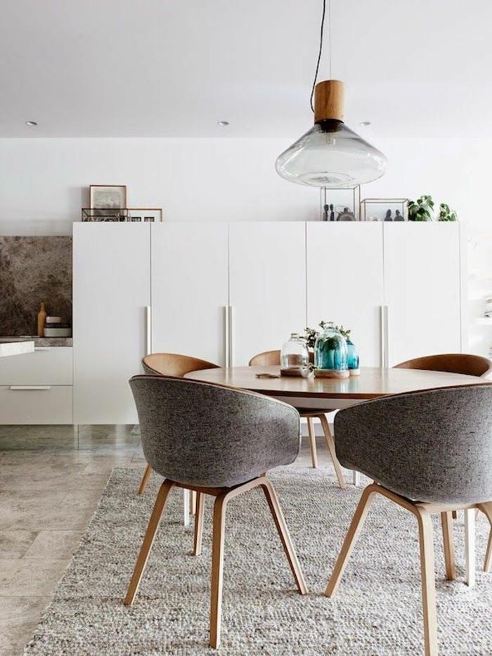 1-jolie-salle-à-manger-contemporaine-avec-chaises-contemporaines-salle-mange-gris-avec-tapis-gris-et-table-en-bois-clair