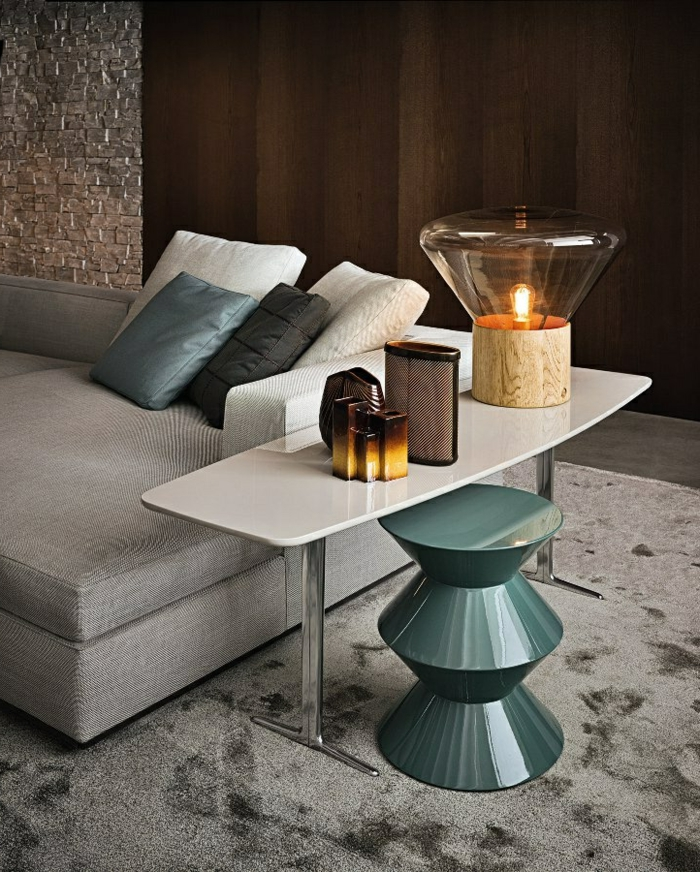 1-jolie-tabouret-tam-tam-pas-cher-pour-le-salon-moderne-avec-tapis-gris-et-meubles-gris