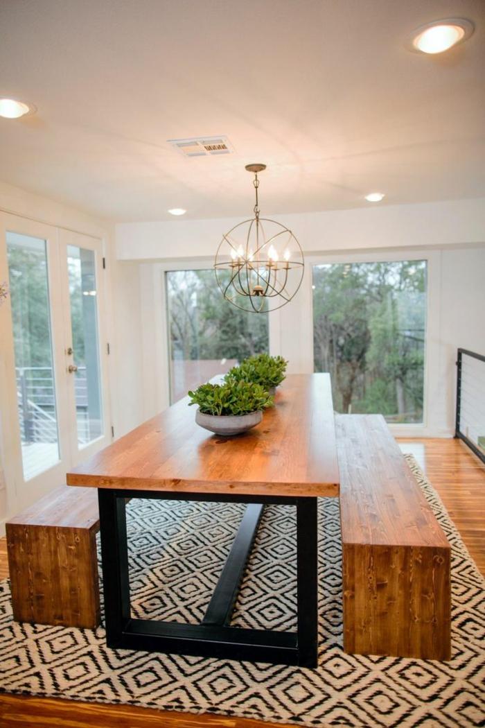 1-la-salle-à-manger-contemporaine-avec-chaises-contemporaines-salle-a-manger-en-bois-massif-et-tapis-blanc-noir-fenetre-grande