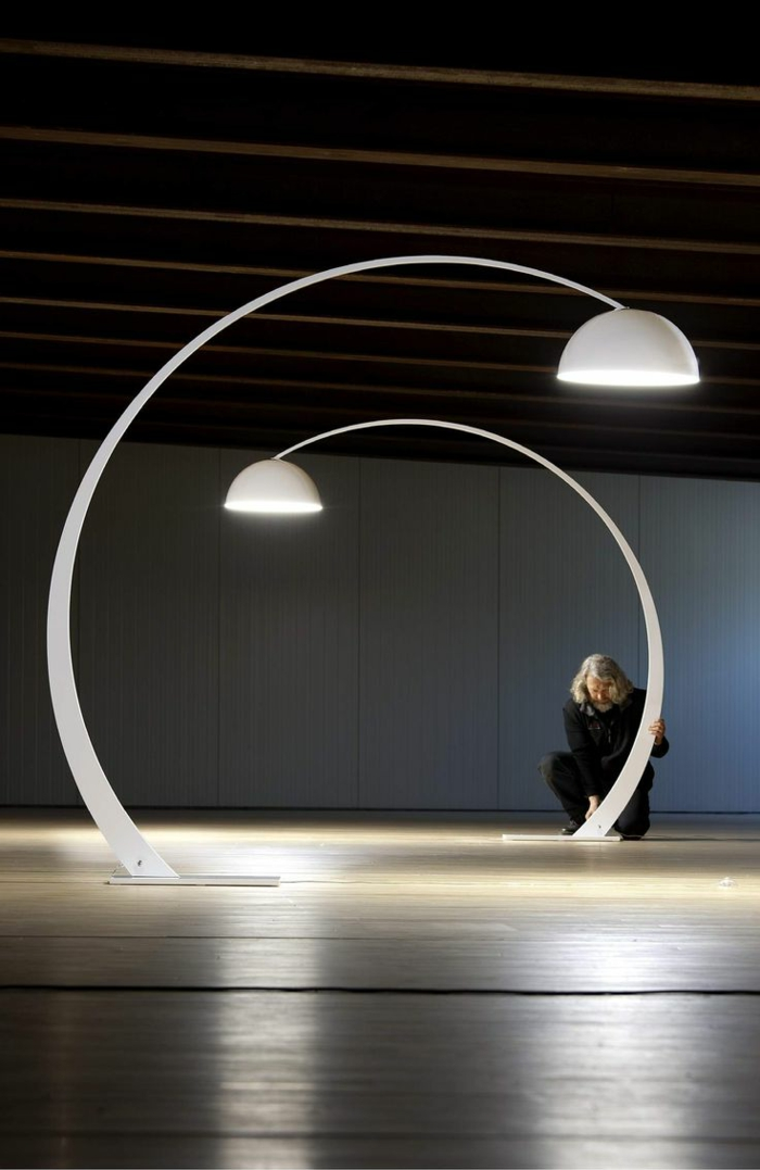Savourez la beaut de la lampe arc en 50 images for Table pour lampe de salon