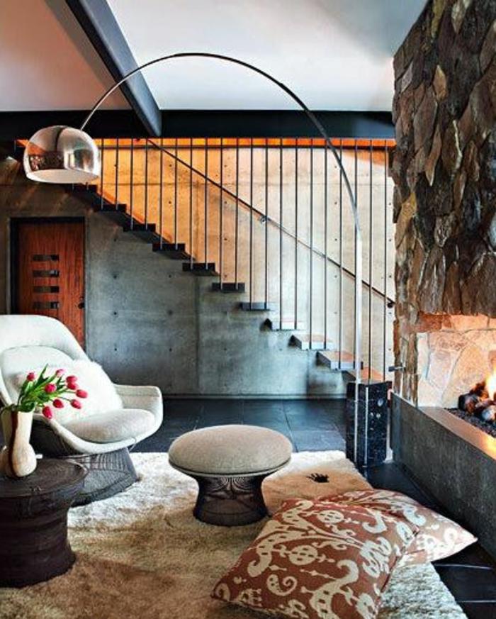 1-lampe-arc-et-lampadaire-conforama-pour-le-salon-de-couleur-beige-sol-noir-et-escalier-dans-le-salon