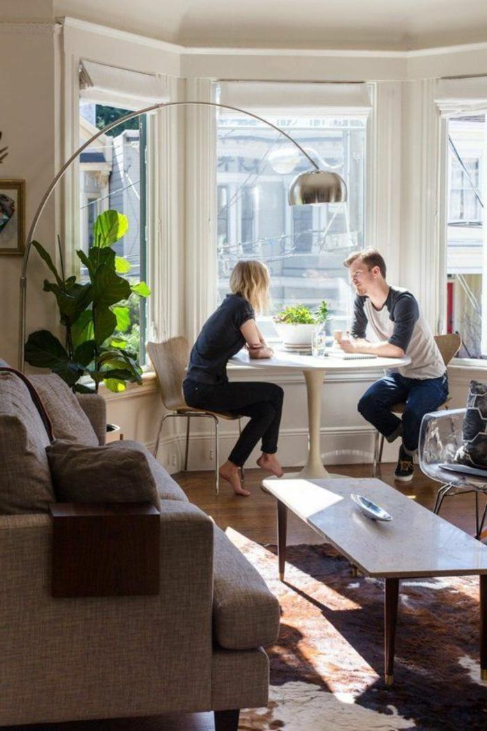 1-lampe-arc-lampadaire-halogene-pour-le-salon-moderne-aec-tapis-colore-table-de-salon-table-tulipe