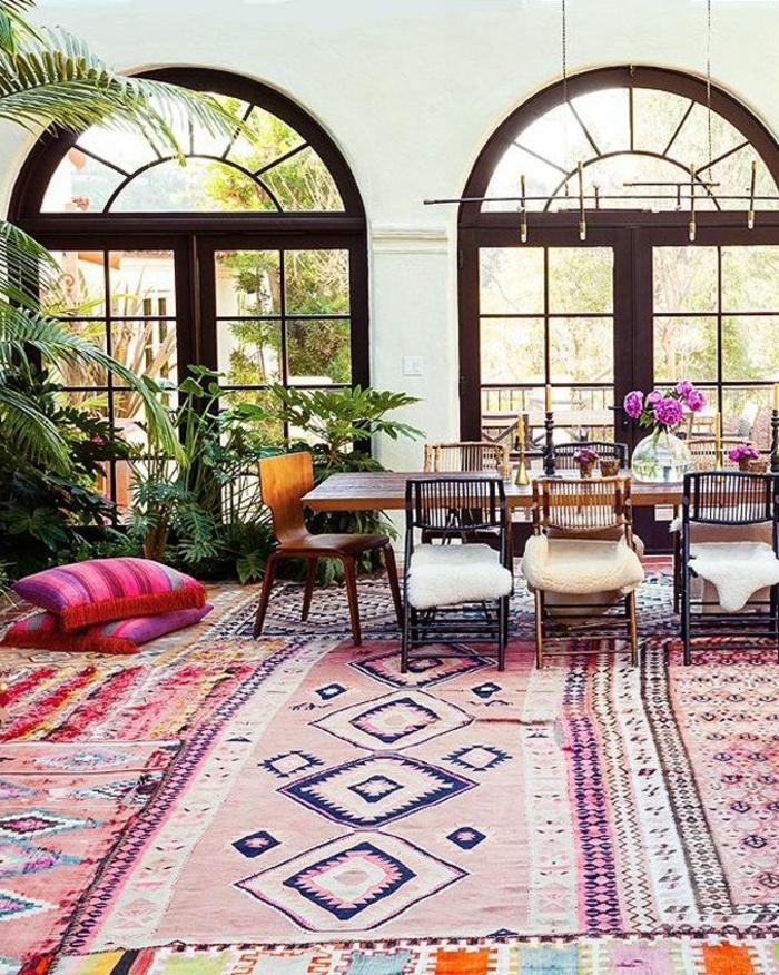 1-le-bon-coin-salon-marocain-dans-la-maison-moderne-de-style-marocain-salon-avec-tapis-coloré