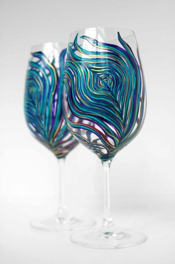 1-les-plus-beaux-verres-à-vin-design-de-couleur-bleu-foncé-avec-ornaments-jolis